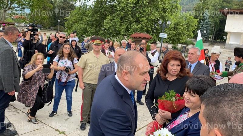 Президентът Радев и Илияна Йотова пристигнаха в Калофер