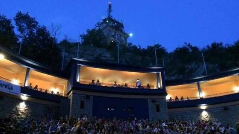 Пловдивският драматичен театър изнася два спектакъла на лятното кино
