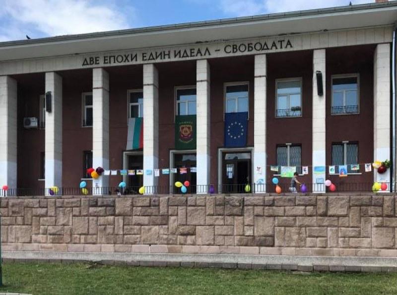 Децата на Перущица изненадани с подаръци, Общината ги поздрави специално