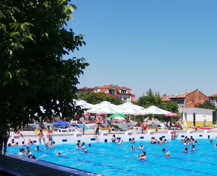 Градският басейн в Асеновград отваря скоро, правят му освежаващ ремонт