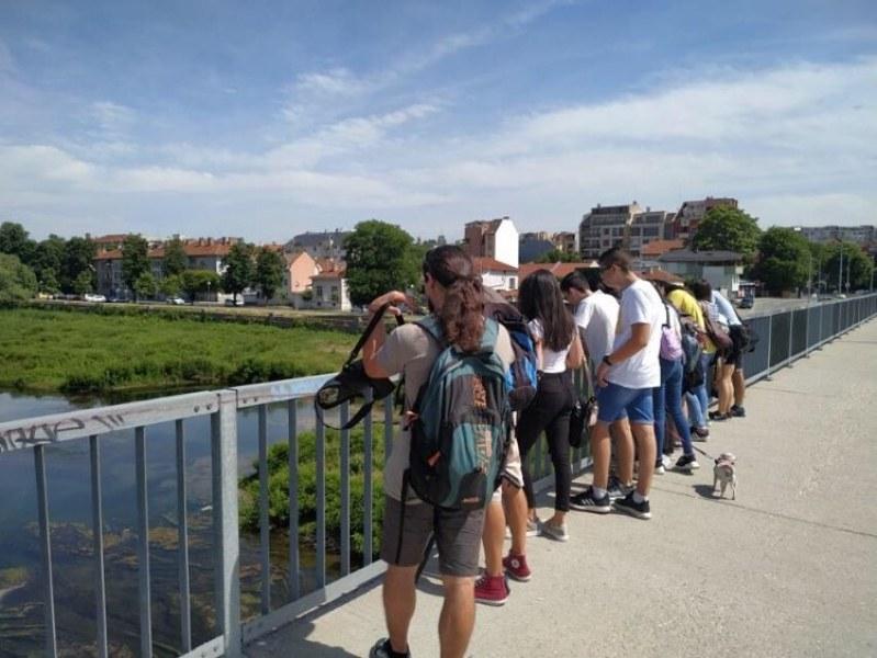 Тийнейджъри наблюдаваха птиците край Марица, участваха в урок по орнитология