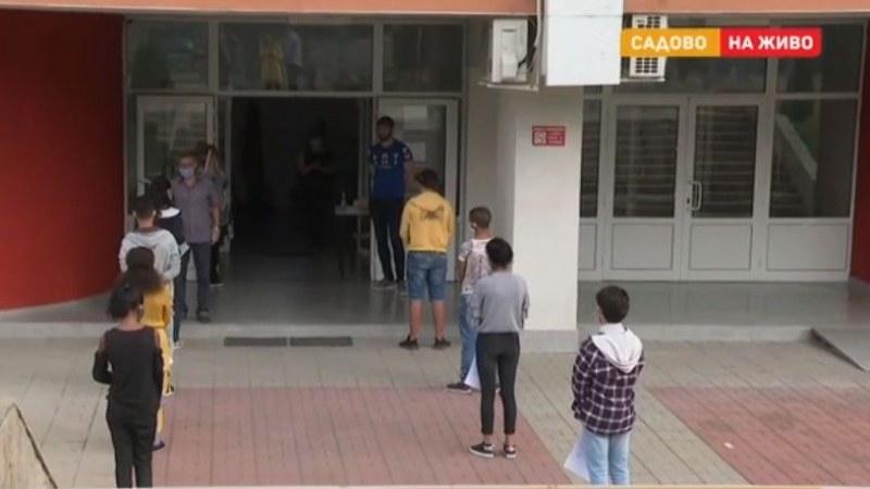 Седмокласници не се явиха на матура в Садово, страхуват се от коронавируса
