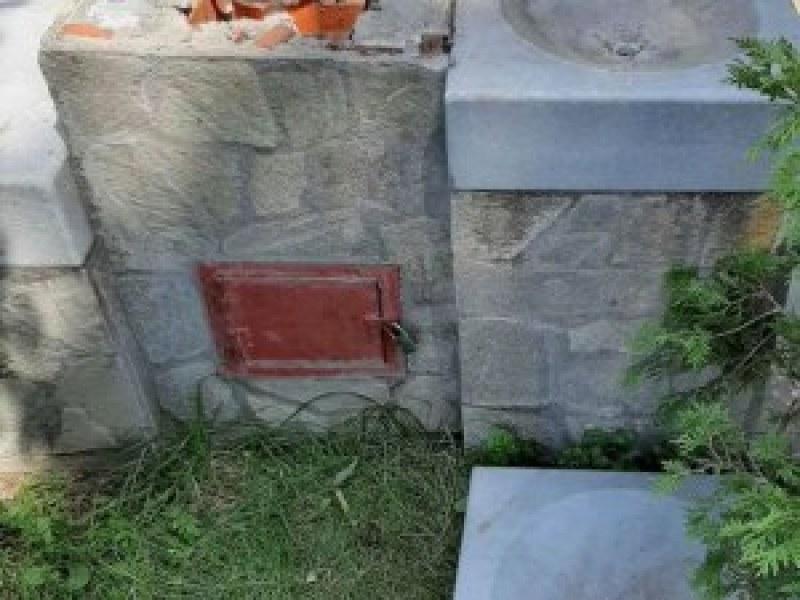 Вандали разбиха чешма в центъра на Кричим