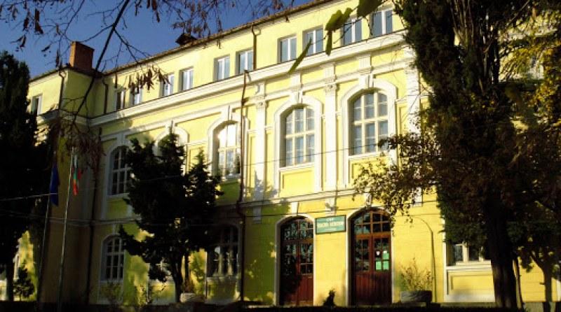 Оценките от матурите: Гимназия в Карлово в ТОП 5, Английската и Руската на челни позиции