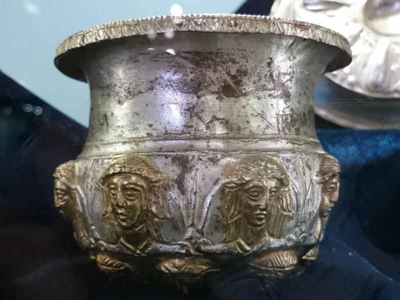 Удължава се гостуването на сребърното съкровище в Хисаря