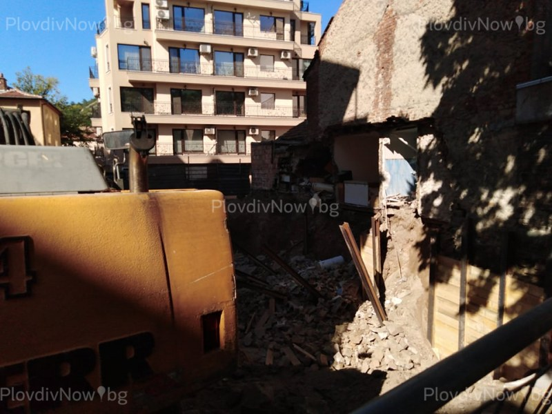 Има задържан заради срутената къща в Пловдив