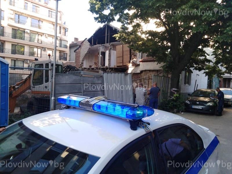 Къща падна в Пловдив заради строеж, инвеститорът обеща апартамент на семейството