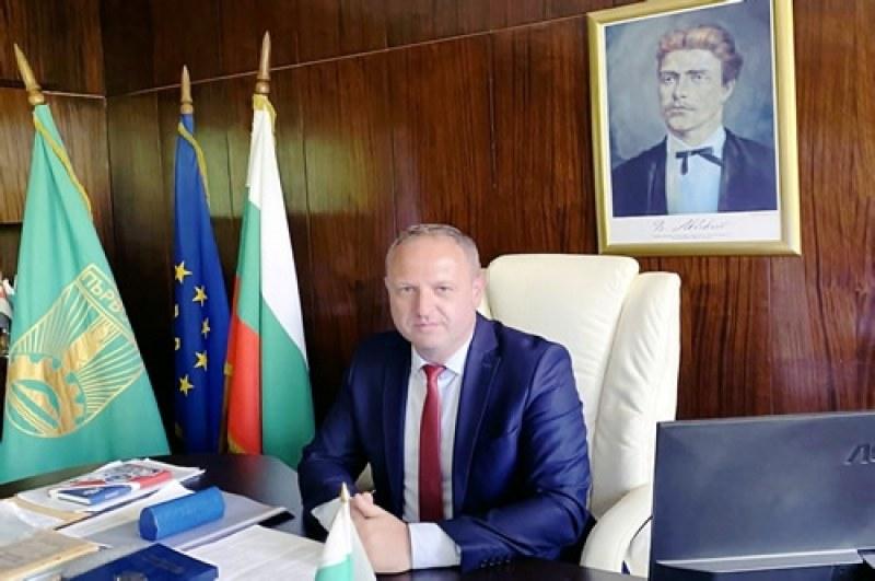 Кметът на Първомай към абитуриентите: На прага сте на ново начало! България има нужда от вас!