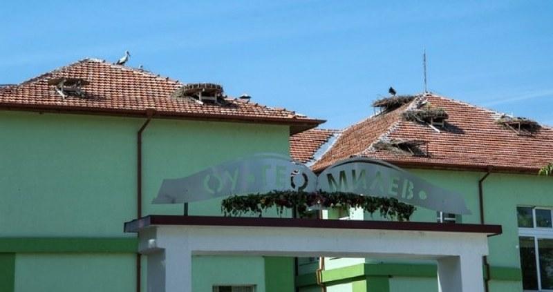 """Щъркеловото училище в Белозем част от голям европейски проект, влиза и в програмата """"Училища за пример"""""""