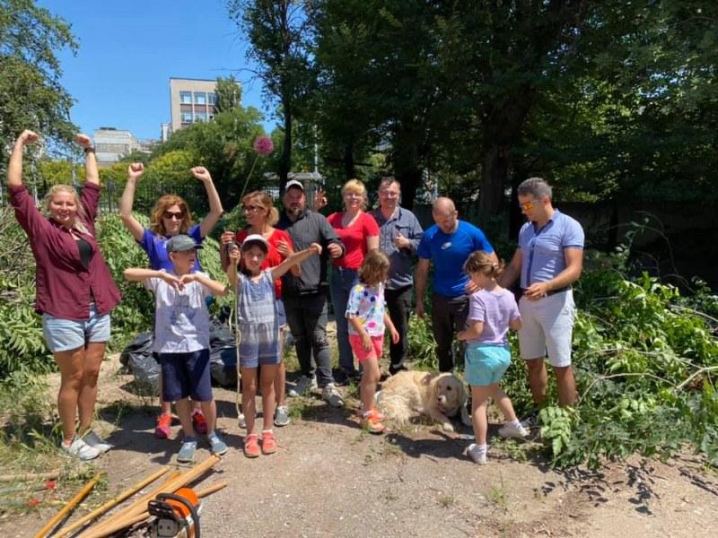 Доброволци подновиха акциите си в Ботаническата градина в Пловдив