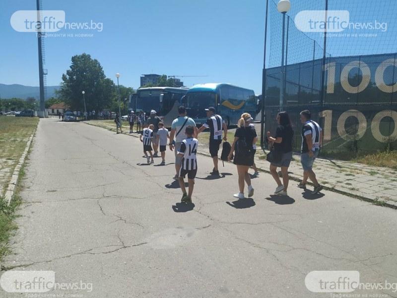 9 автобуса и десетки коли тръгнаха от Лаута за финала в София