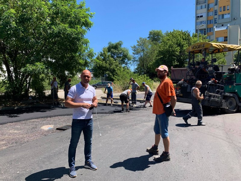 "Преасфалтираха улица - вход към парк ""Лаута"""
