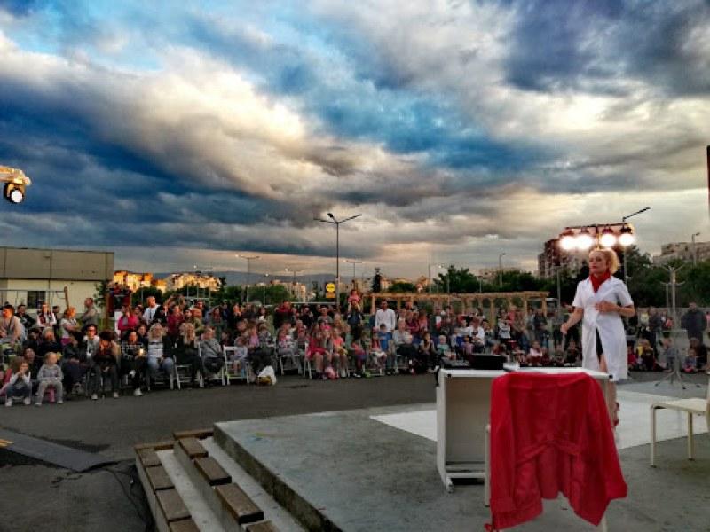 """Любими актьори играят безплатно представление в парк """"Лаута"""" тази вечер"""
