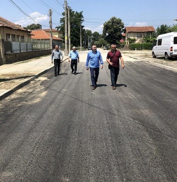 Сменят водопровод и асфалтират в Дъбене, карловските футболисти ще тренират на стадиона там