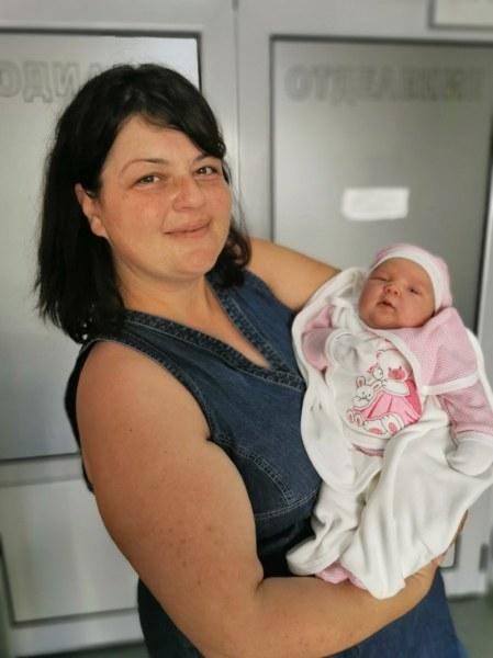 5-килограмова госпожица се роди в пловдивска болница