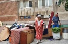 Съседи на изгонената старица в Пловдив: Баба Олга не е виновна за съдбата си, а синът ѝ