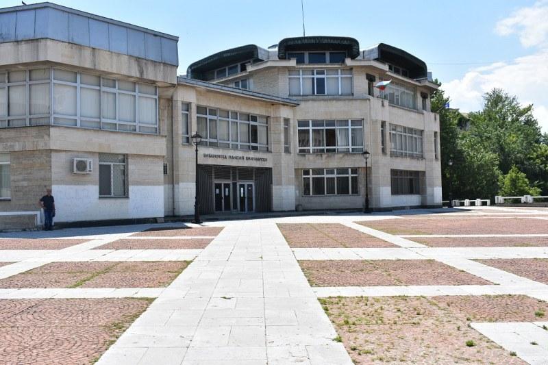 Градската библиотека в Асеновград спечели нов проект, обогатява фонда си от книги