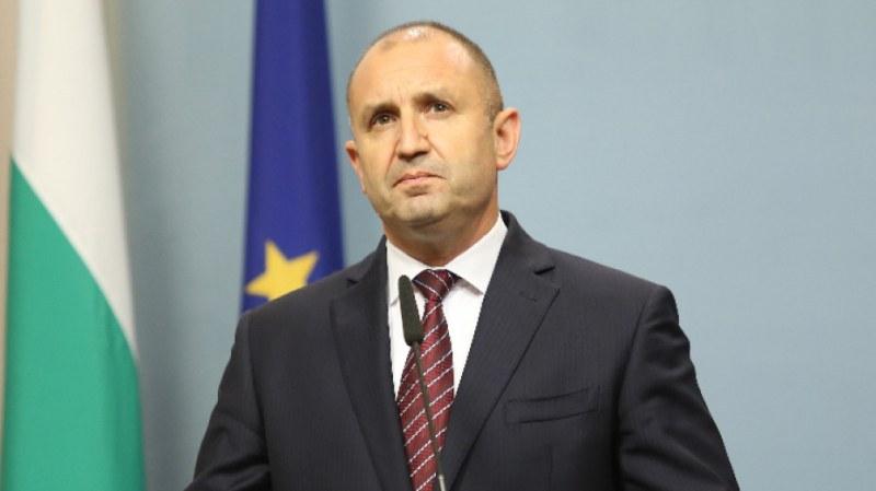Президентът Румен Радев поиска оставка на правителството на Борисов и на главния прокурор Иван Гешев