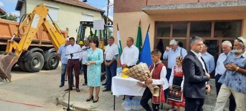 Започва ремонтът на улици в Брезовско, направиха първата копка
