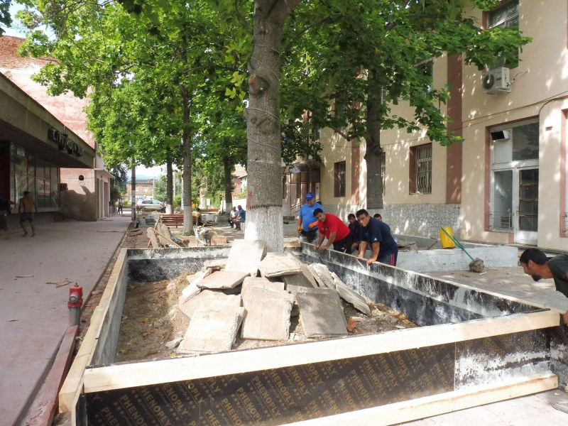 12 парка се ремонтират в Стамболийски, ударна работа и в селата