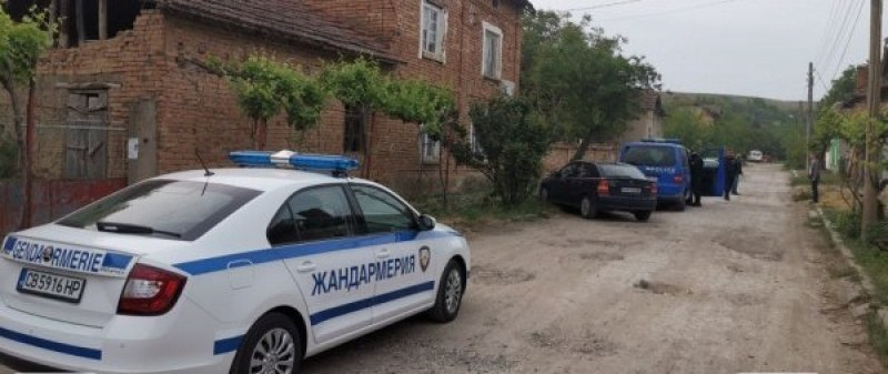 Арести край Раковски и Брезово! Инспекторки по храните вземали подкупи