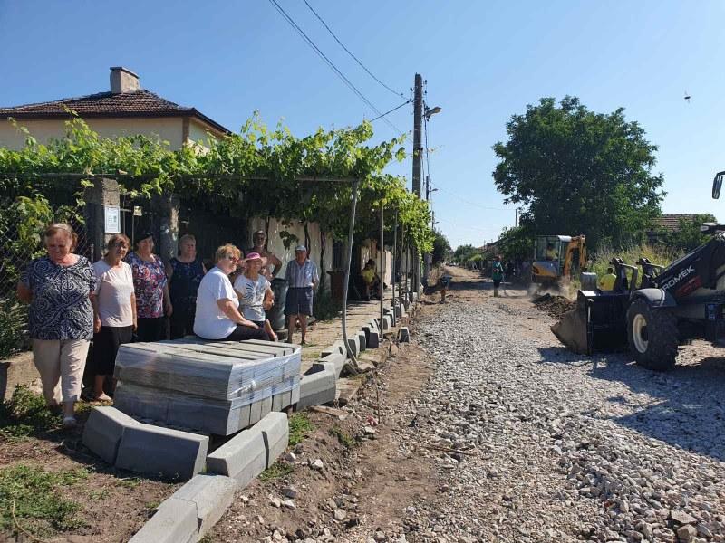 """Летните ремонти в община """"Родопи"""" продължават, асфалтират най-дългата улица в Кадиево"""
