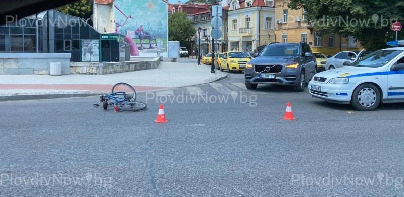 Автобус помете велосипедист в Пловдив, човекът е в болница