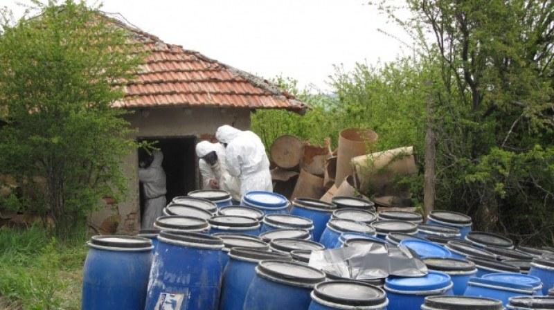"""Складове държат опасни пестициди в общините Хисаря, Калояново, """"Марица"""" и Карлово"""