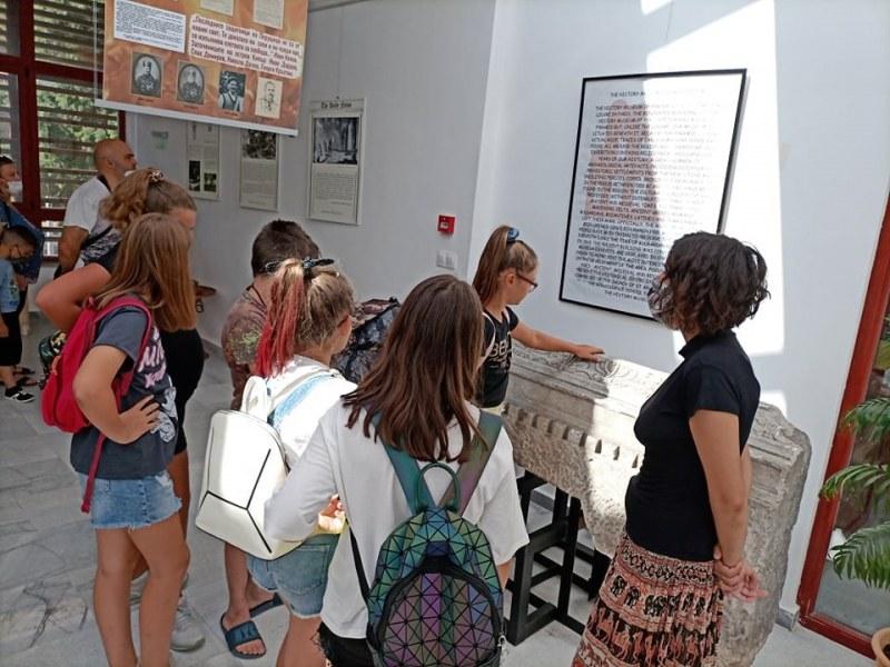 Урок по история и родолюбие впечатли децата в Перущица