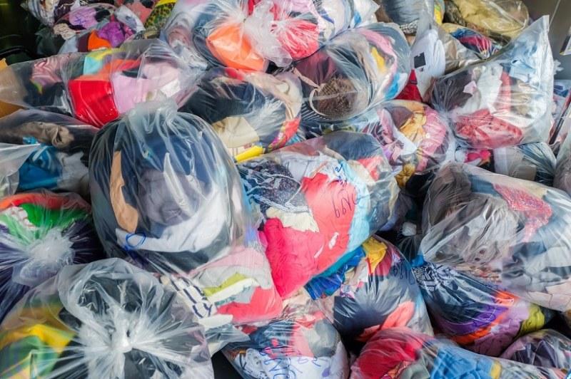 Акция на БЧК започва от днес в Карлово, събират дрехи за кризисен резерв
