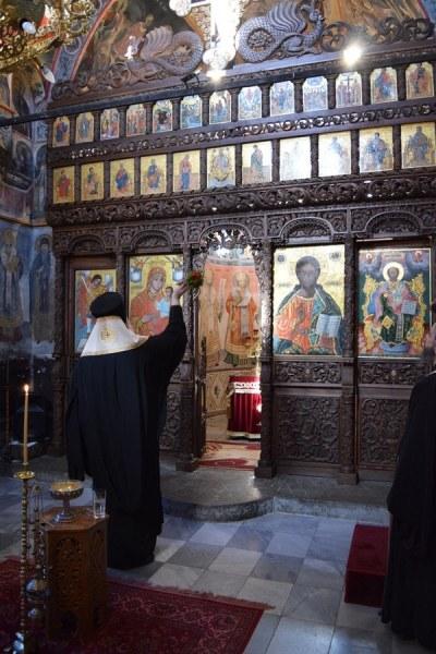 Осветиха реставрирания иконостас на църквата в Бачковския манастир