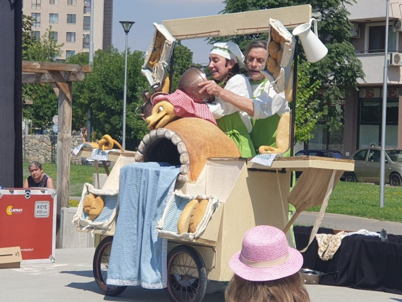 """Малчуганите от район """"Западен"""" гледат днес куклен театър в парк """"Ружа"""""""