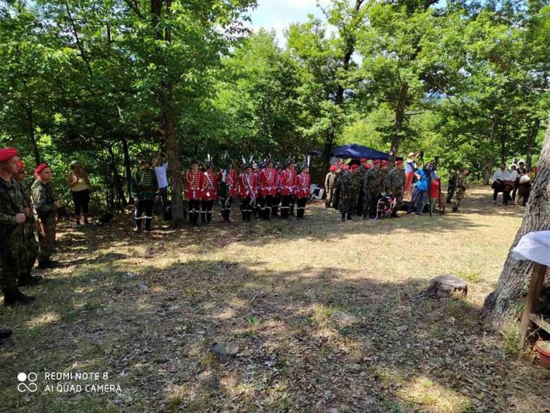 С панихида, венци и историческа възстановка родолюбци почетоха паметта на Хаджи Димитър