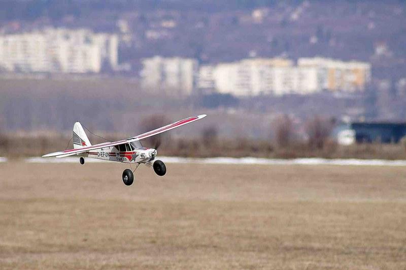 Аероклуб край Пловдив отнесе 3 бона акт, данъчни спретнаха капан