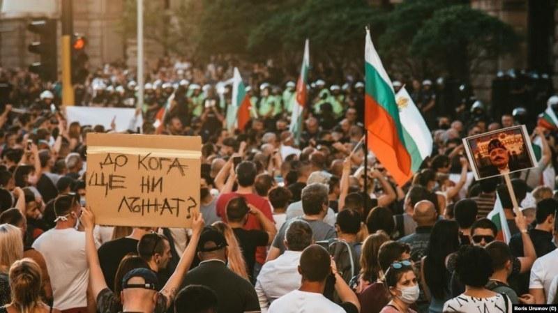 Министър Ангелов: Всеки има право на протест, но там вирусът се разпространява по-лесно