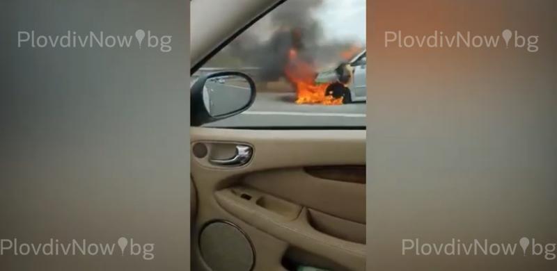 Кола се запали на магистралата край Раковски