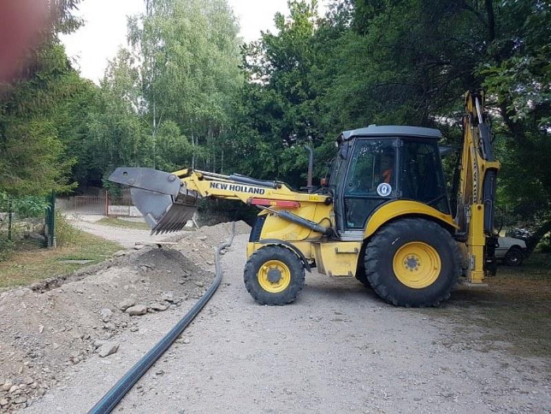 """Ремонтират над километър водопровод в местността """"Паниците"""" край Калофер"""