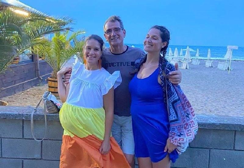 Сестрите Веси и Ваня Боневи очакват рожби, а баща им щастлив, че ще става дядо