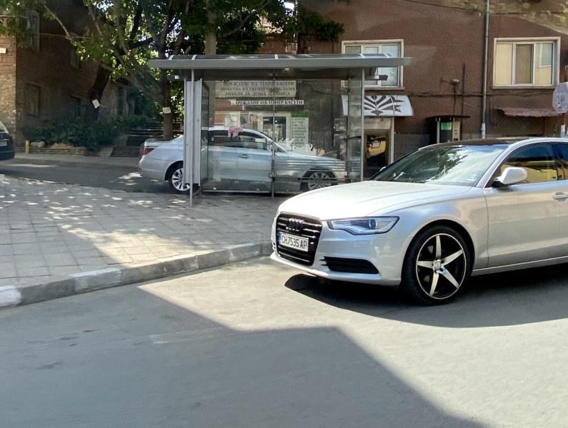 Шофьор паркира точно на спирка в Асеновград, направиха му забележка, той сипе обиди