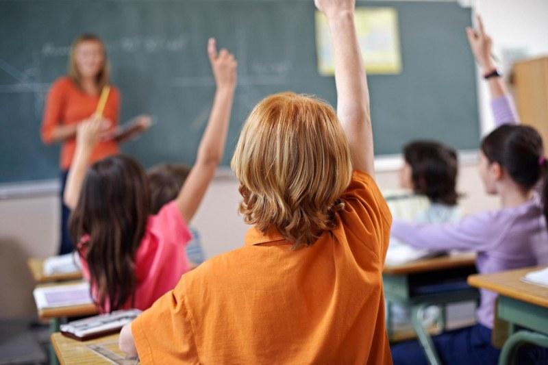 """Близо 130 места в бюро по труда """"Родопи"""", търсят се много учители, машинни оператори, общи работници"""