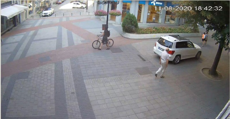 Кола с чужда регистрация навлезе на Главната, издирват шофьора да го глобят