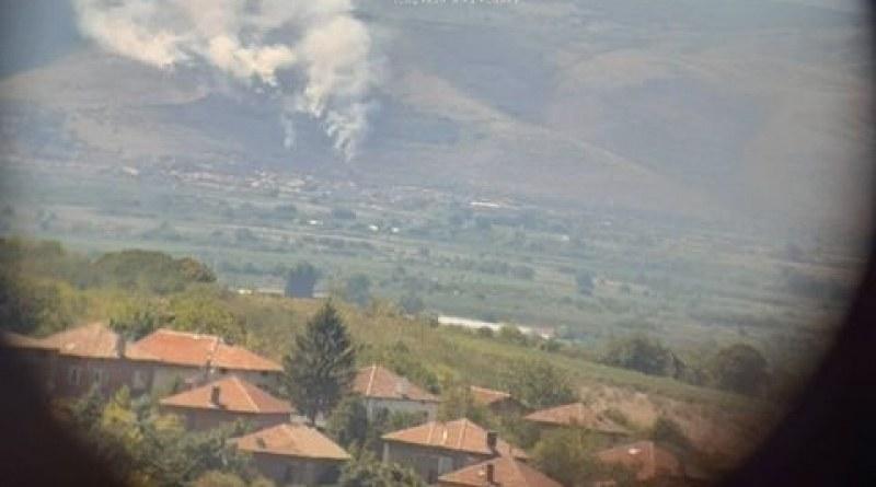 Голям пожар край Кричим! Пет екипа огнеборци пристигнаха да гасят