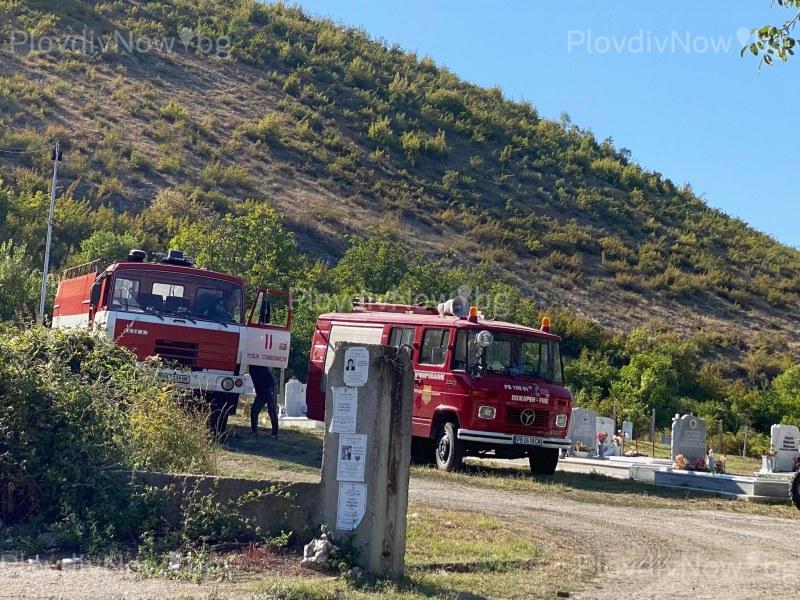 Повече от 50 души се борят с големия пожар край Кричим