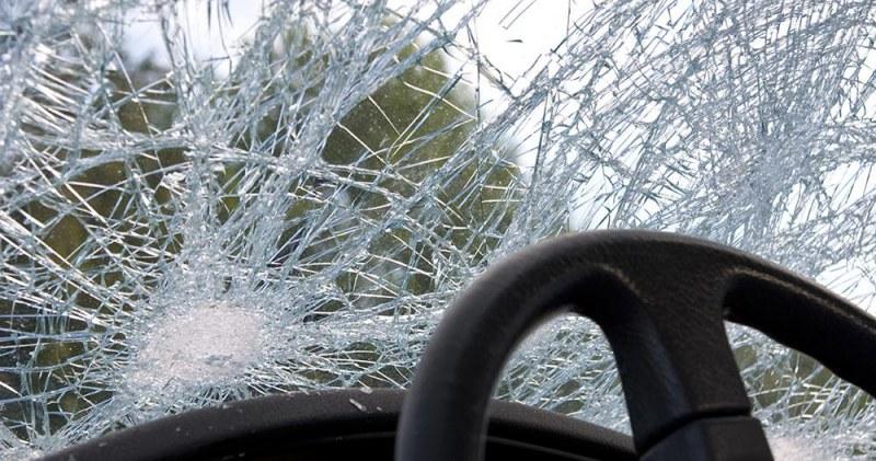 Младеж в Куклен завари колата си строшена, вандалът се оказа роднина