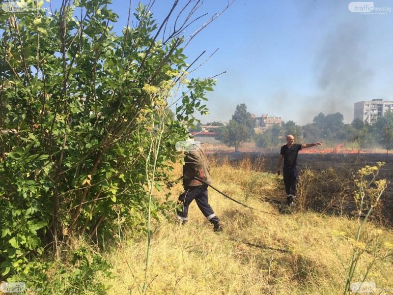 Пожар пламна в Кючука на метри от магазин и блокове