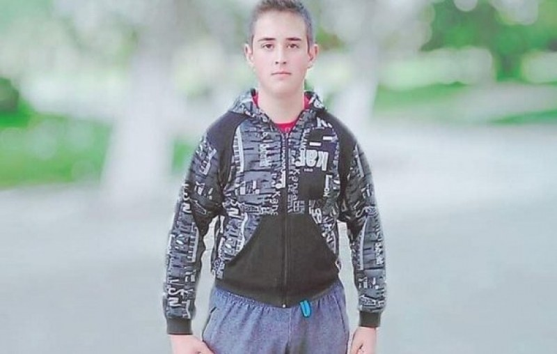Ученик от карловска гимназия се бори да помогне на баба си да оздравее