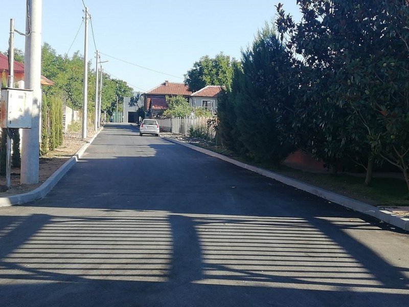 Асфалтирани и напълно готови са вече улици в Брезовско