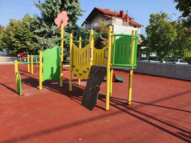 Класна стая на открито и площадка за игри очакват децата в Куклен с първия звънец
