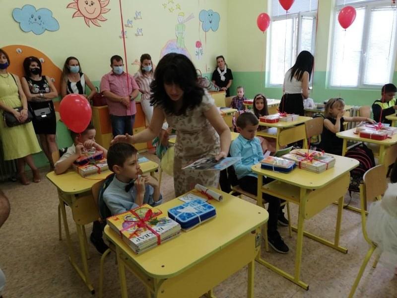 """Всички 11 училища в община """"Родопи"""" отвориха врати, кметът с послание към първолаците"""