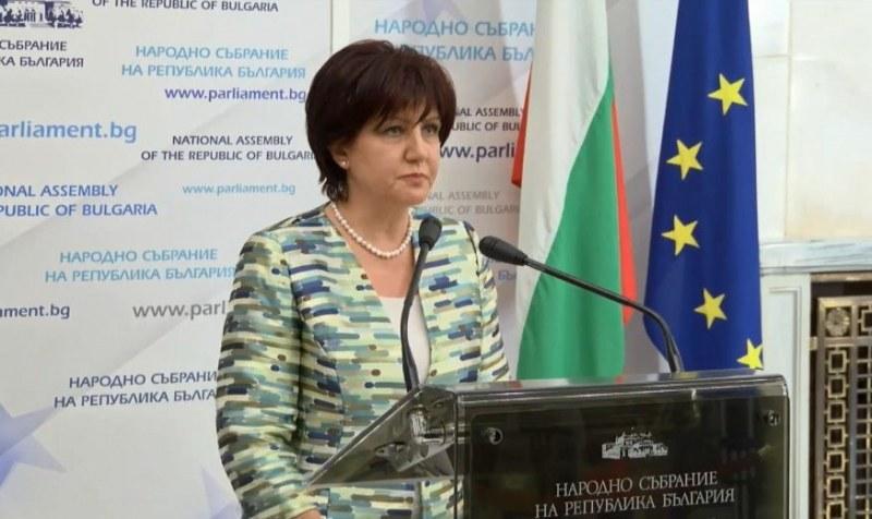 Майки се барикадираха в Народното събрание, Караянчева с извънредна пресконференция